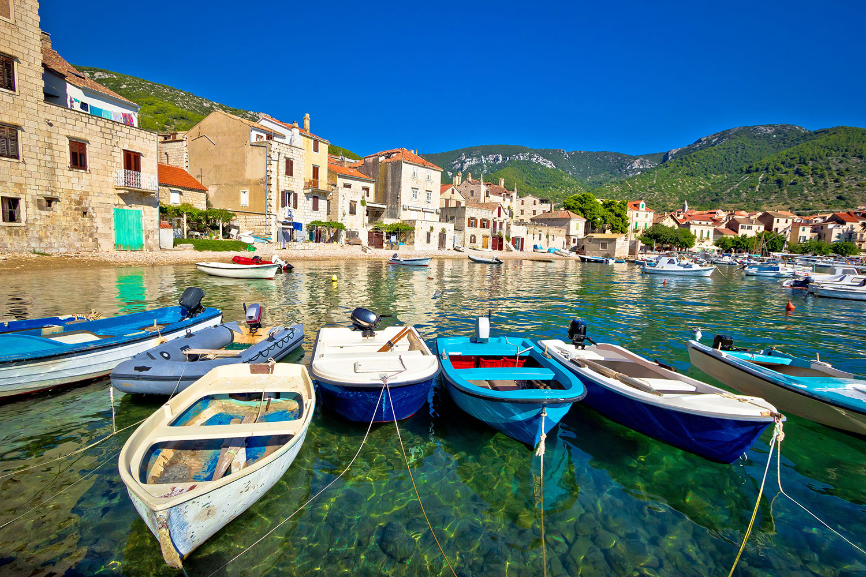 stari grad, bluemotion yacht charter, sailing in croatia, sailing holidays